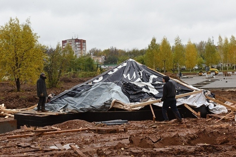 Сроки благоустройства Кочуровского парка сдвинули надве недели