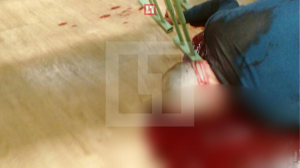 Подросток зарезал преподавателя ОБЖ и сделал селфи с убитым (18 )
