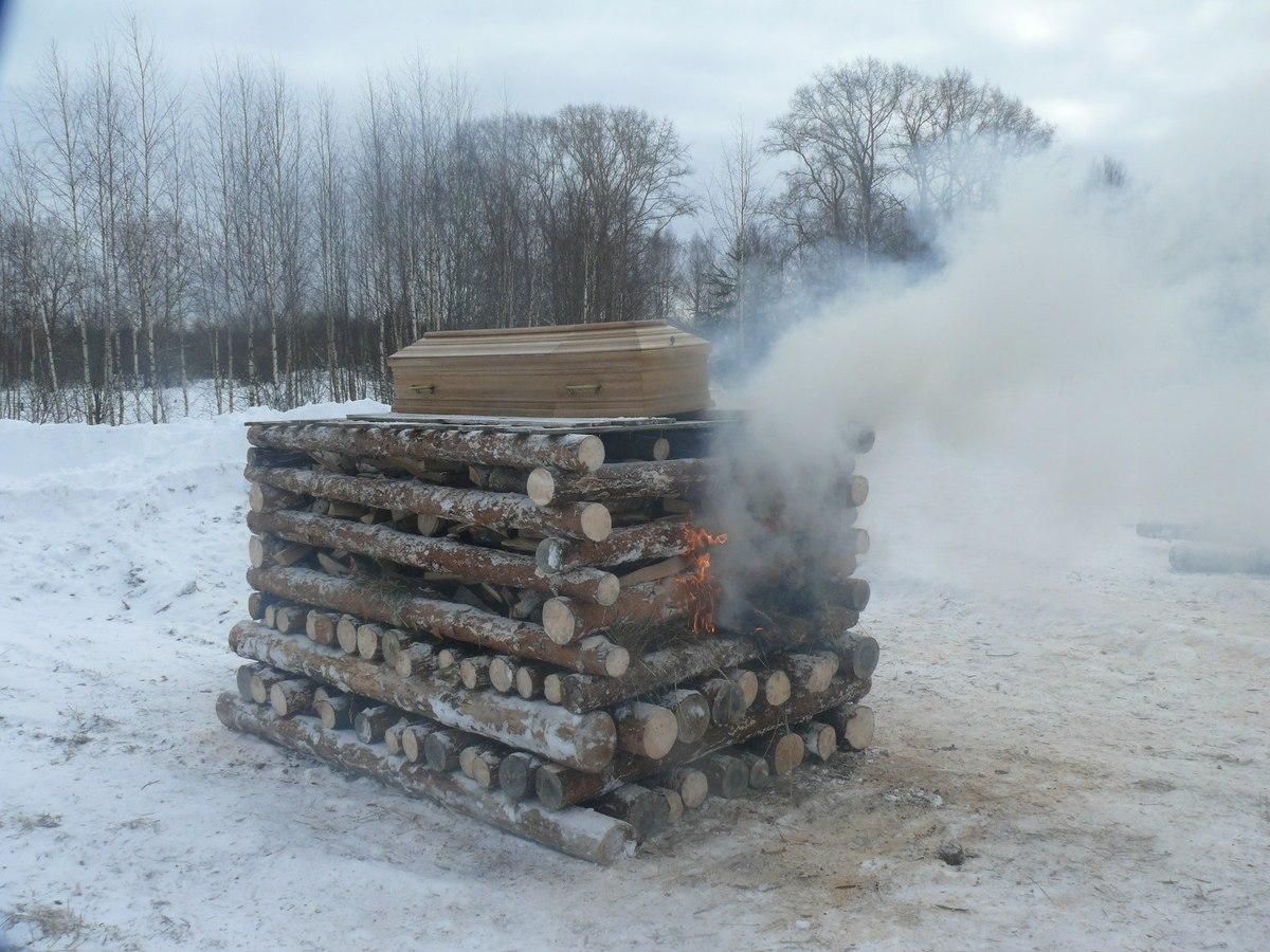 В Российской Федерации накостре сожгли покойника