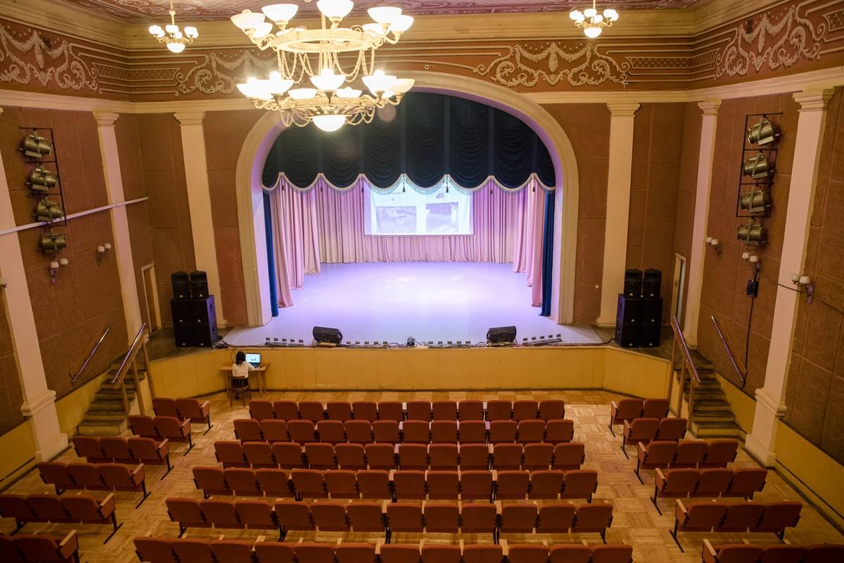 драмтеатр в альметьевске фото зала красивый многолетний кустарник