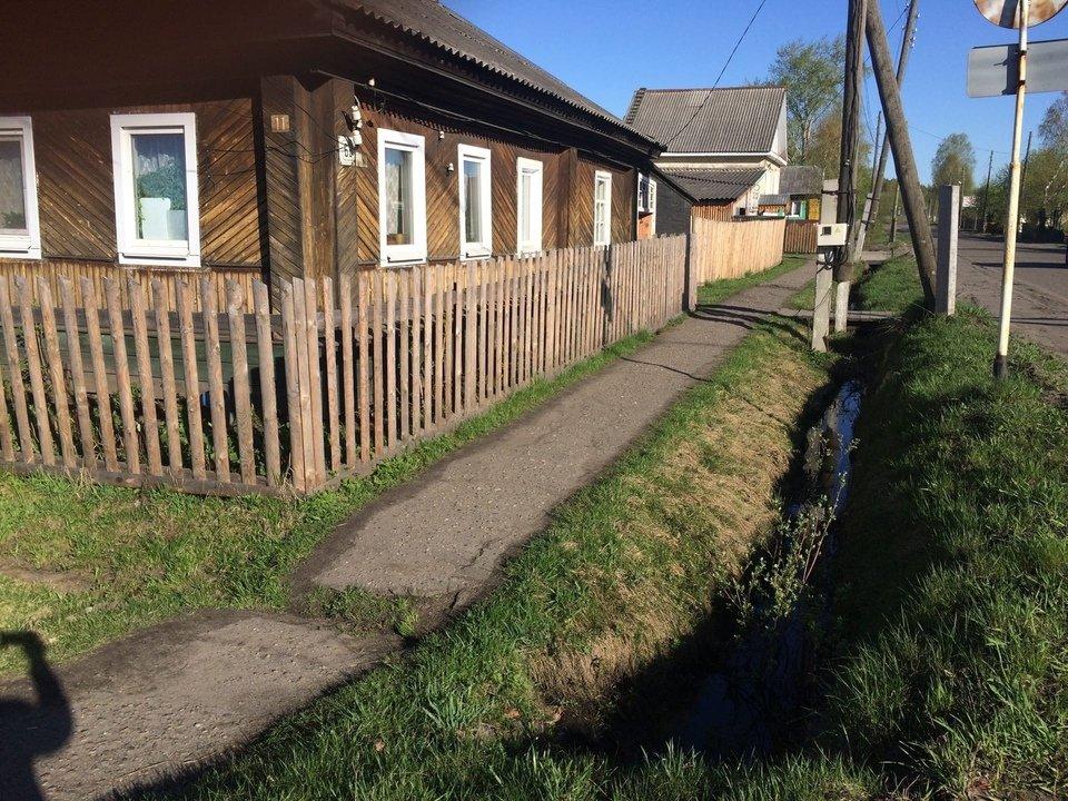 В Кирсе после строительства новых тротуаров жители 12 домов не смогут подъехать к своему жилищу