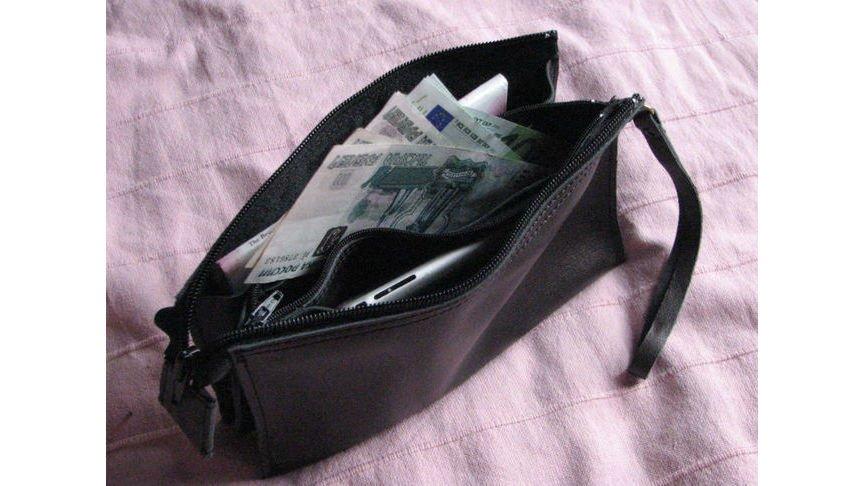 Винтернет-кафе клиент забрал сумку свыручкой