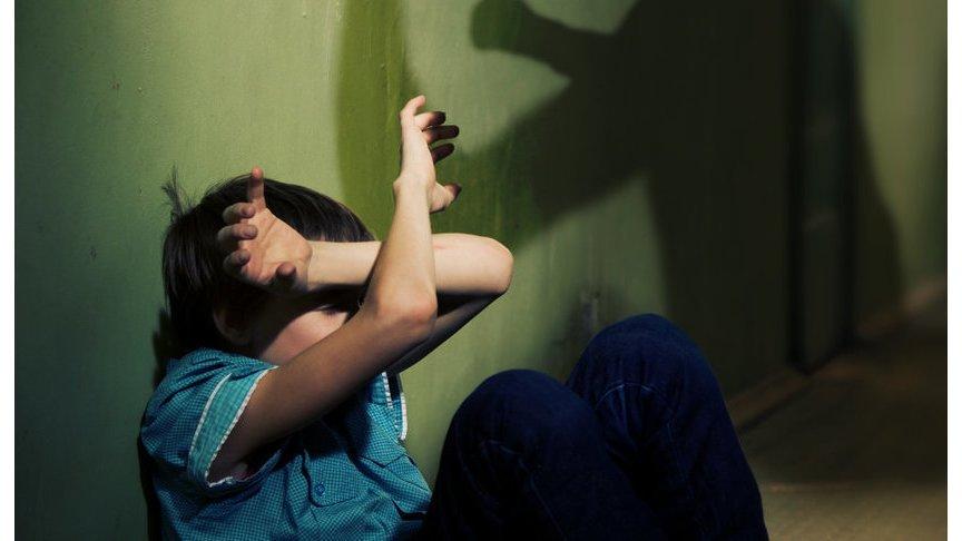 ВОпаринском районе мать избивала иунижала собственных приемных детей