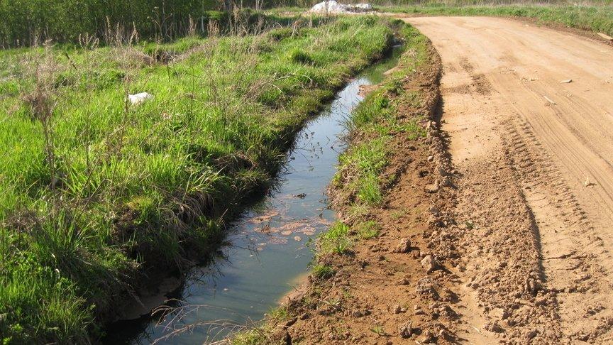 ВКирове предприниматель организовал сброс химотходов в зеленоватые зоны