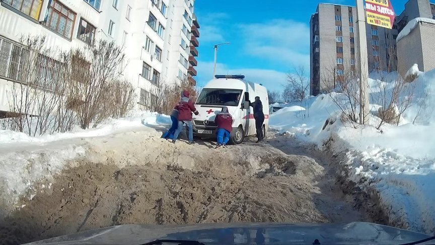 ВКирове накажут коммунальщиков зазастрявшую внечищенном отснега дворе «скорую»