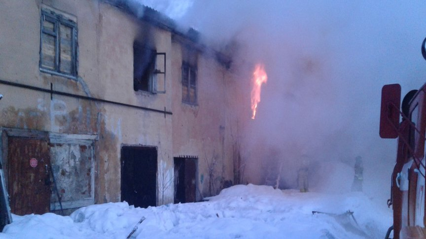 Работники Росгвардии поКировской области спасли изгорящего дома 2-х мужчин