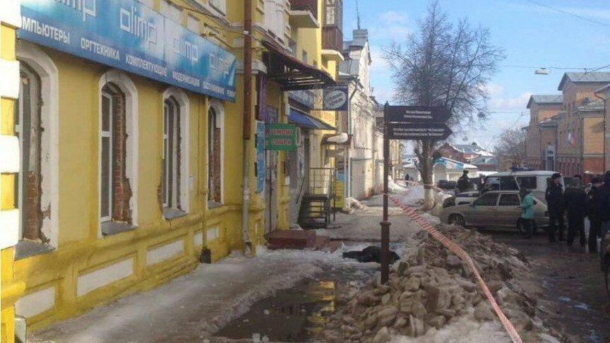 ВКирове установили, какая управляющая компания предположила смертоносный сход снега напенсионерку