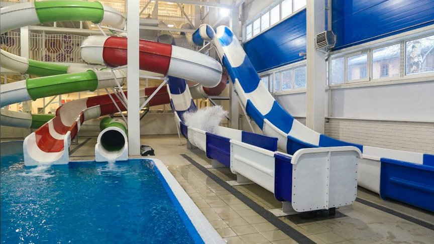 Следователей заинтересовало, как девушка сломала ногу вкировском аквапарке