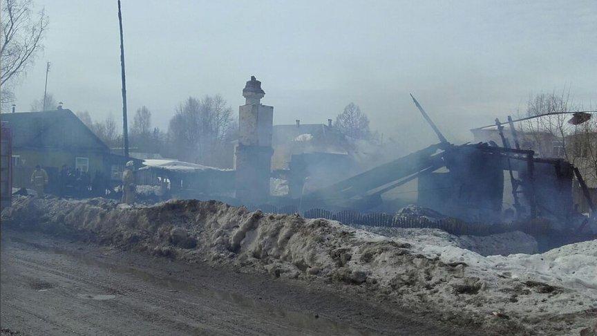 ВКировской области впожаре погибли двое взрослых иребенок