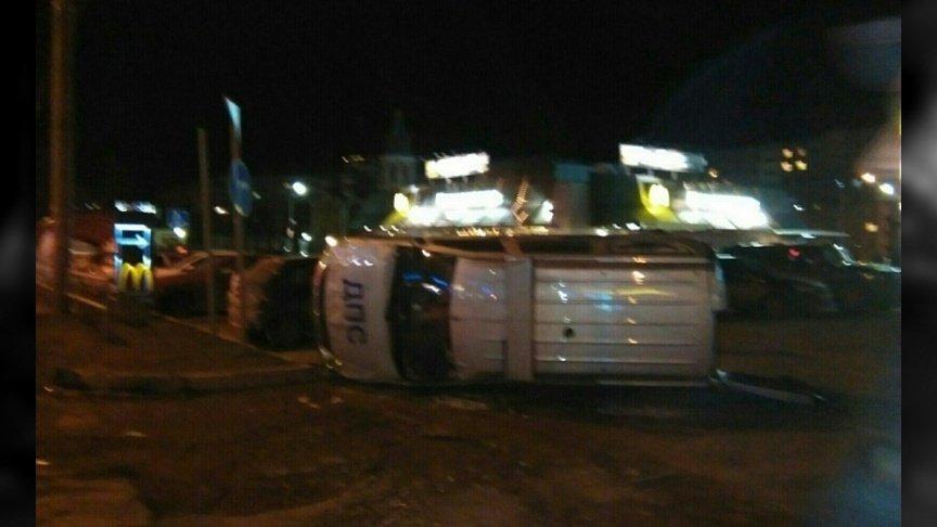 ВКирове перевернулась машина ДПС: вДТП пострадали двое