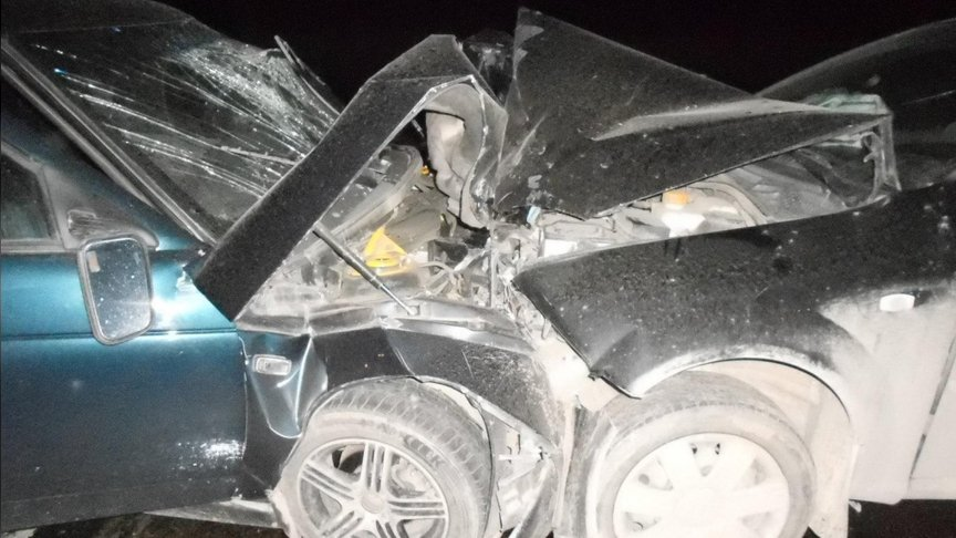 ВКирове лоб влоб столкнулись две легковушки: пострадали четверо