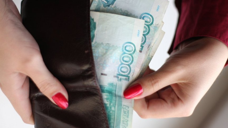 ВОмутнинске сотрудница банка украла уветерана 9 тыс. руб.