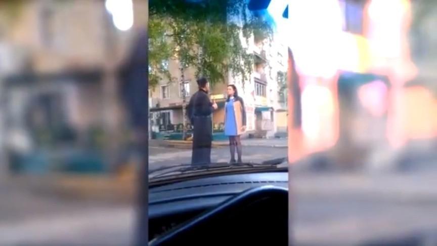 ВКирове нетрезвый священник приставал кпрохожим убара
