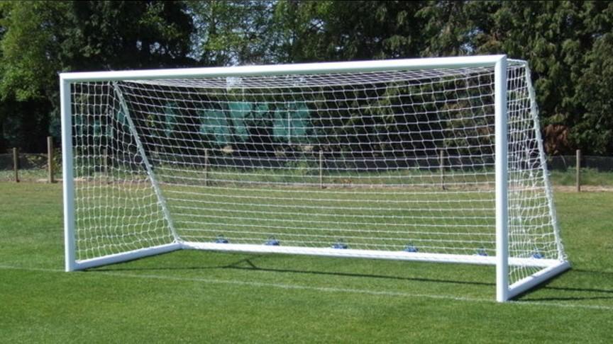 ВТуже на ребенка упали футбольные ворота