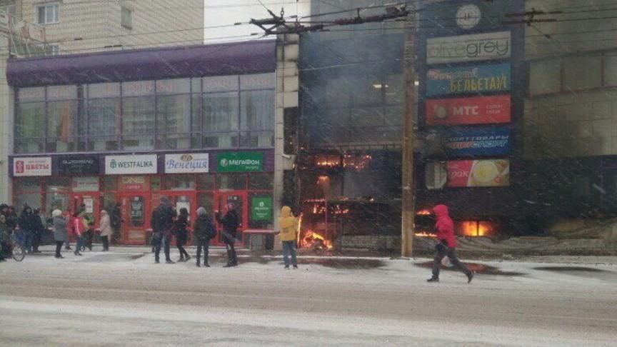 ВКирове полыхает торговый центр
