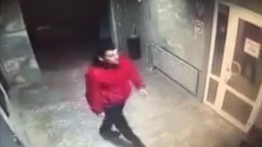 ВКирове неизвестный напал надевушку наулице иограбил ее