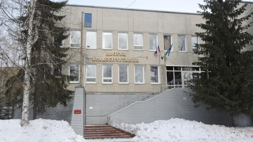 Во Владивостоке отметили 100-летие органов ЗАГС России