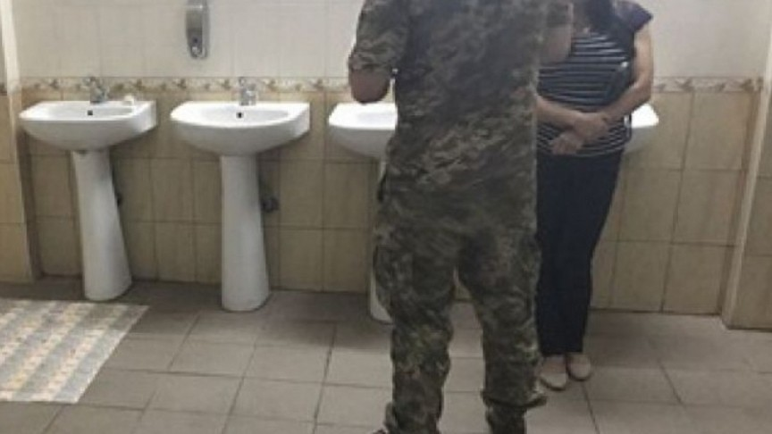 ВКиеве мужчина иженщина попытались ограбить публичный  туалет